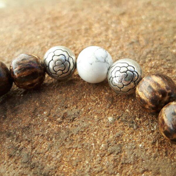 Bracelet sérénité bois, howlite et perles de lotus - Omyoki
