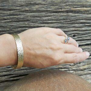 Bracelet jonc martelé doré