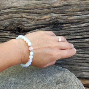 Bracelet FÉMINITÉ en pierre de lune et quartz rose