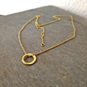 Collier anneau or martelé