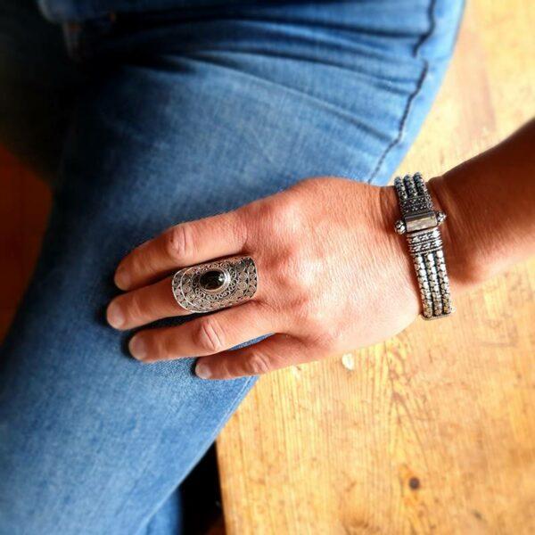 Anello d'argento con stella in ossidiana